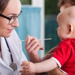 赤ちゃんが中耳炎の症状になったら、判断するポイントとは?